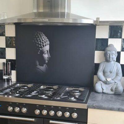 backsplash met buddha in zwart-wit